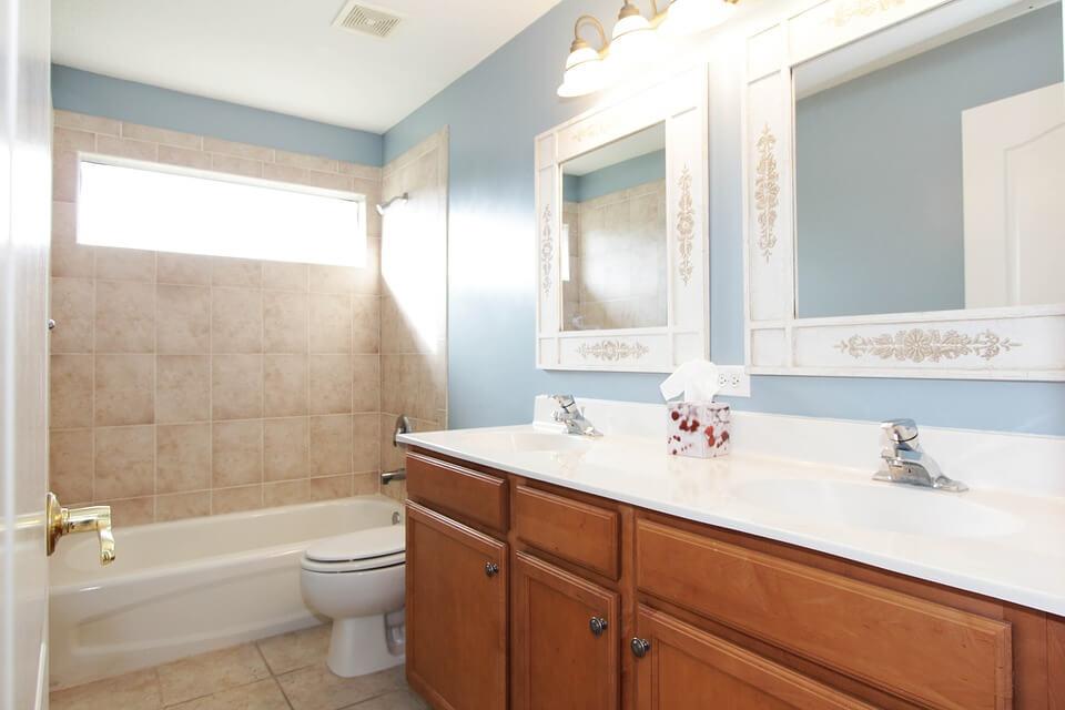 światło w nowoczesnej łazience